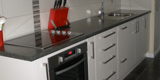 Dark laminate top, Cream doors, Tile splashback, straight line