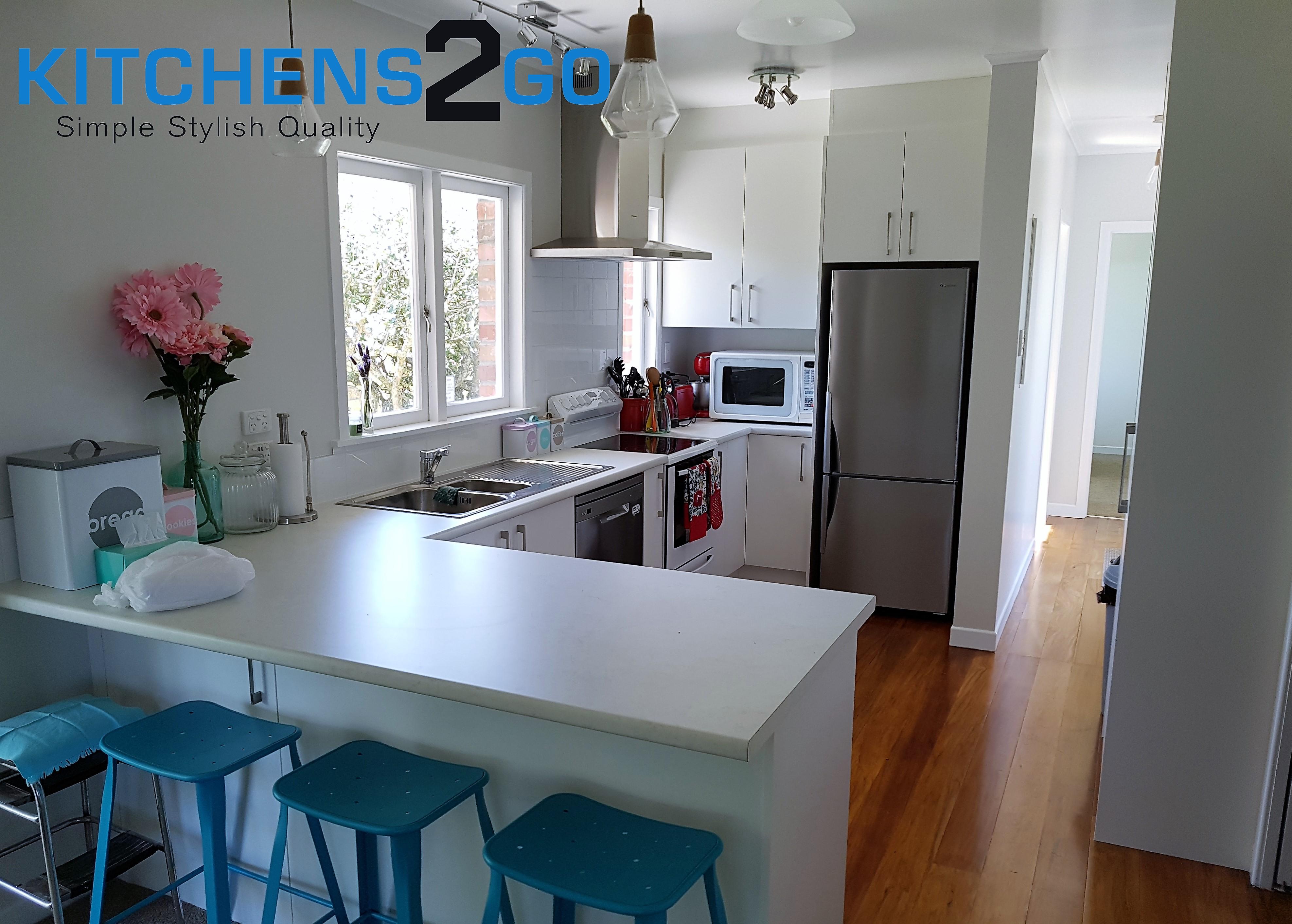 U shaped kitchen - white on white