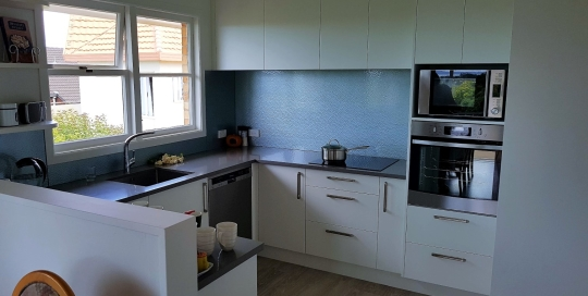 White cabinetry, Gray benchtop, Cotswold Glass